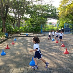 kegiatan-olahraga-memindah-bola-lari-silang (13)