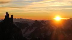 Lever de soleil depuis l'arête Kuffner - Mont Maudit - Massif du Mont Blanc (DamTomasi) Tags: moutain chamonix alpes alpinisme sunrise