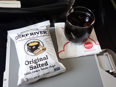 201610391 AA6030 LAX-RNO refreshment (taigatrommelchen) Tags: 20161042 flyingmeals airplane inflight meal food drink refreshment first aal cpz americanairlines compassairlines aa6030 e175 n200nn laxrno