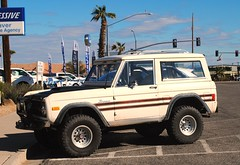 1977 Ford Bronco (Cragin Spring) Tags: mountains unitedstates usa unitedstatesofamerica arizona parker parkeraz parkerarizona street palmtree ford truck bronco fordbronco suv firstgeneration