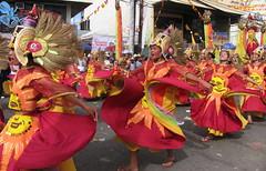 sinulog 2006 - kisi kisi (adlaw) Tags: festival colorful dancers philippines skirt cebu cebucity sinulog stonino sinulog2006 cebusugbo