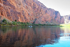 Beauty on the Colorado River (Herculeus.) Tags: az bouldersstonerocks canyon cloudless coloradoriverutaz country day erosion fall landscape outdoor outdoors outside page river rockwall motorboat boats cliff water watercourse 5photosaday