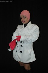 Preparándose para un día lluvioso (monotematico) Tags: woman mujer fondonegro studio standup standing black blackbackground blanco rosa pink gloves guantes latex latinwoman lady raincoat rainwear headgear nohair bathingcap badekappe badmuts hule shiny contraste contrast cap persona person individuo indoor interior gorro gorrodenatacion gorra portrait female femalemodel femme femenino individual impermeable luzartificial estudio maquillaje expresión retrato retratofemenino rubbergloves youngwoman oldfashion pose posing swimcap swimmingcap swimhat hat hairless joven latina caucho composition coveredhead capped vintage bonnet negro noir mujerjoven mujerlatina modelo