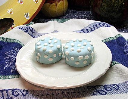 Polka Dot Fondant Cupcakes