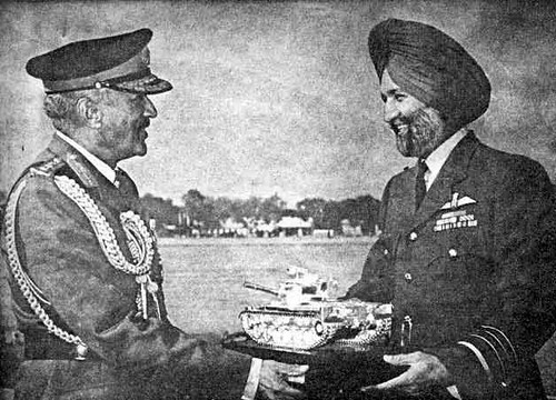 Old Comrades from WW2 meet as Captor-POW during 1965 India ...