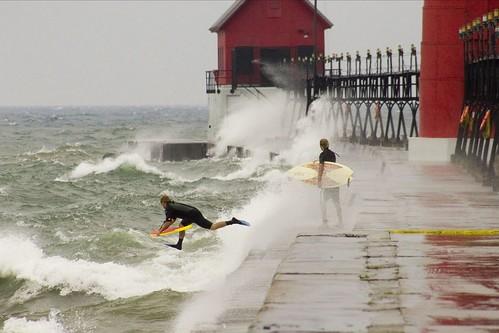 Surfing01.jpg
