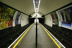 Down the line (tompagenet) Tags: london station underground tube platform londonunderground claphamcommon thetube northernline claphamcommonstation