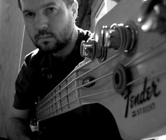 that's me! (peet-astn) Tags: bass jazz fender 77 basso smcguitarists