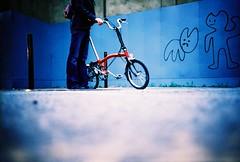 brompton & graffiti (lomokev) Tags: blue london bike sarah graffiti lomo lca xpro lomography crossprocessed xprocess girlfriend 100v10f lomolca cycle characters agfa jessops100asaslidefilm agfaprecisa fahrrad vélo pugh lomograph fiets brompton fiance bicicletta agfaprecisa100 cruzando spuw fiancé mybird bicis evilbunny precisa pureevilbunny jessopsslidefilm rockcakes rockcake publishedinjpg submittedtojpg flickr:user=rockcake rota:type=showall rota:type=portraits rota:type=stilllife file:name=lomo1005a38 ποδηλατο