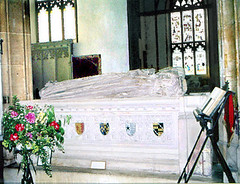Bury/St Mary's Church: Possibly Margaret Carew, wife of Sir William beside her. (Lanterna) Tags: england sculpture monument dead bury suffolk memorial tomb carving historic stmaryschurch lanterna carew effigy burystedmunds englishchurch doubletomb sirwilliamcarew