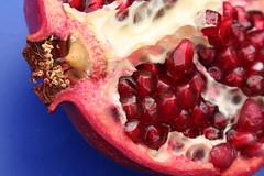 Pomme de Granada - by Here
