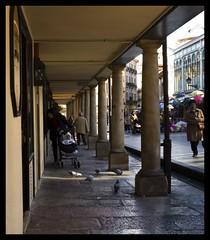 Oviedo (Davidkb) Tags: street españa calle spain columns asturias oviedo pillars oldtown columnas asturies pilares soportales ciudadvieja uvieu fontán nikonstunninggallery