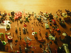 Pictures of toys (glasseyes view) Tags: red green rot art toys klein arte little gutentag kunst small things aachen grn ac spielzeug museeum niedlich ludwigforum