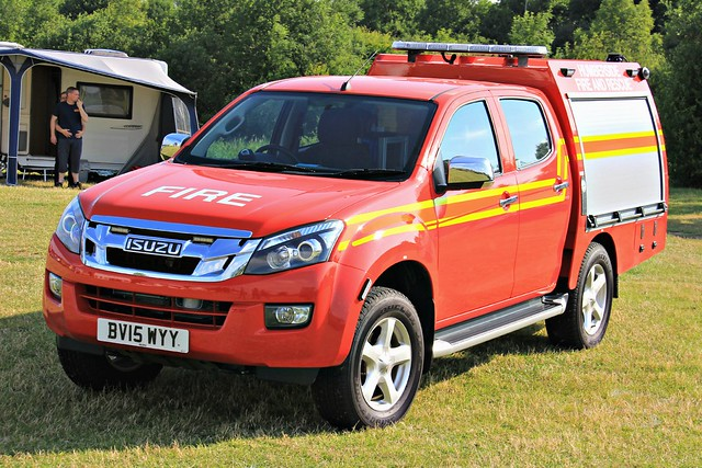 rescue fire day offroad 4x4 sfu 4wd pickup vehicle and leds service grilles brigade response unit targeted isuzu tactical 2015 lightbar humberside trv dmax fendoffs hfrs bv15wyy