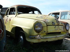 Épaves 2009 - Simca Aronde (Deux-Chevrons.com) Tags: auto classic car barn rust automobile neglected rusty voiture collection abandon coche rusted oldtimer collectible wreck casse derelict find wrecked abandonned ancienne simca rouille classique aronde épave rouillée barnfind simcaaronde