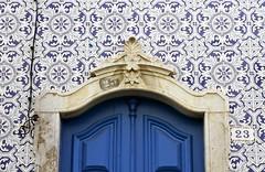 Detalles (John LaMotte) Tags: fachada puerta porta portugal door azulejos azulejo tiles infinitexposure ilustrarportugal olhão