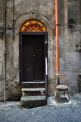 Portone (Silvana Berardelli) Tags: porta gradini sedia napoli quartierispagnoli