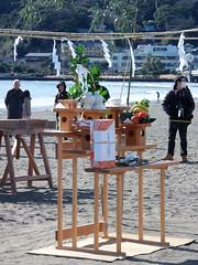 #1071 altar with offerings (Nemo's great uncle) Tags: enoshima 江ノ島 寒中神輿錬成大会 katasekaigan 片瀬海岸 片瀬東の浜 fujisawa 藤沢市 kanagawaprefecture 神奈川県