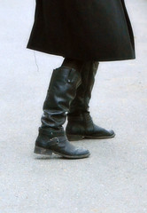 2017-02-10 (34) boots at Laurel Parl (JLeeFleenor) Tags: photos photography md marylandhorseracing maryland laurelpark outside outdoors girls woman femme frau vrouw donna lamujer dona امرأة жена 女子 žena kvinde nainen γυναίκα האישה nő औरत wanita 女性 여자 kvinne زن kobieta mulher женщина kvinna หญิง kadın жінка ngườiphụnữ boots shoes footwear footgear
