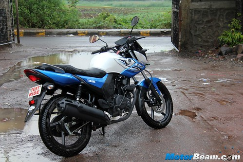 2015-Yamaha-SZ-RR-15