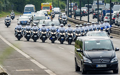 PRES7898 (Olli1783) Tags: berlin ed pentax terrasse autobahn queen hd polizei aw dfa wr prinz tegel txl k3 einsatz vformation eddt berlintegel 150450 150450mm
