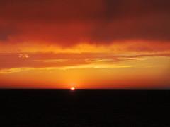 El último sol (Ani Carrington) Tags: ocean sunset red sky clouds mexico bajacalifornia baja bajacaliforniasur minimalistic minimalist suns gulfofcalifornia highsea altamar minimalistlandscape minimalisticlandscape