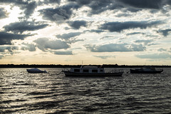 Alguna maana nublada (martinnarrua) Tags: sun sol argentina clouds ro river boats nikon barcos cloudy nubes entre ros amateur coln nikond3100