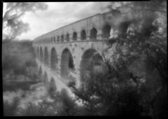 Le Pont du Gard (calceman) Tags: 5x7 meniscus fomapan shenhao brasslens