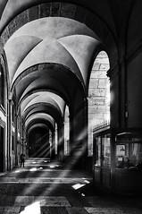 Portico Palazzo reale_luoghi (VinTer59) Tags: luoghi napoli italia campania portici palazzoreale esterno giorno luci ombre raggi nikon bianoenero monocromo volta