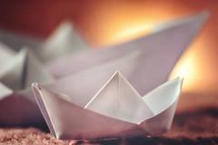 White paperboats sunset (Stadt_Kind) Tags: makro sonyilce7m2 sonyfe2890macrogoss germany bavaria kempten stadtkind paper white origami boats macrophotography justwhitepaper macromondays