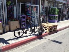DIY cargo tricycle in downtown los angeles. (ubrayj02) Tags: downtown tricycle dtla diamondback cargobike bakfiets bakfietsen bikela flyingpigeonla streetsblogla
