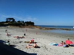 IMG_20150808_175546 (KaRiNe_Fr) Tags: france bretagne pins bleu plage reflets gens limite finistre mare steanne piscines stpoldelon