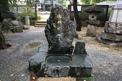 不知道怎麼說,神水立碑上面裝了個水龍頭,總還是覺得違和感十足。 (rockyang) Tags: japan fukuoka apple iphone5s 警固神社
