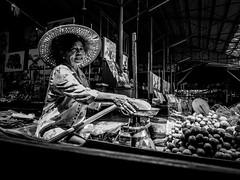 Portrait | Damnoen Saduak Floating Market | Bangkok 2016 (Johnragai-Moment Catcher) Tags: people photography portrait thailand thailandtourism street streetphotography streetvendor candidstreetportrait blackwhite blackandwhite momentcatcher monocrome johnragaistreet johnariragai johnragaiphotos johnragai johnragaibw
