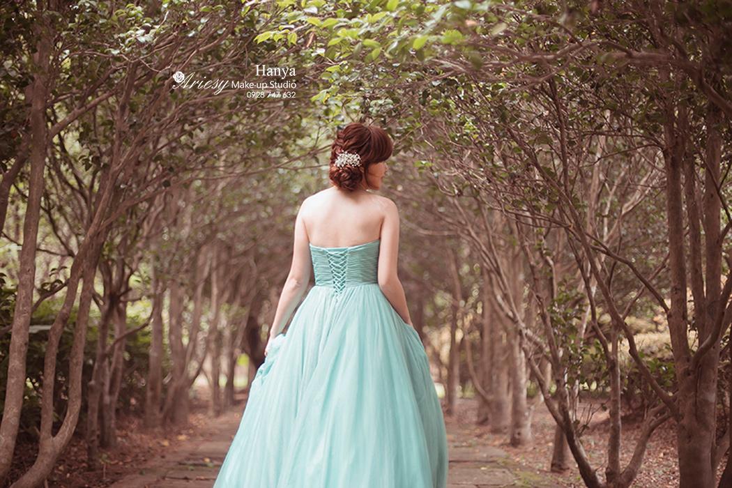 造型師Hanya,愛瑞思造型團隊,Dream婚紗工坊,陽明山花卉實驗中心,蓬鬆編髮,自然輕透妝感,婚紗寫真,花藝飾品,手工飾品