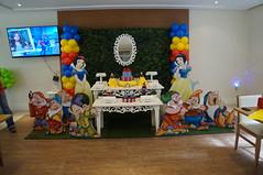 Branca de Neve (Decorações JB) Tags: de display sete centro fake balão os clean e caixa neve bolo boneca festa aniversário cenário decoração arco mesa branca presente painel mdf bexiga folhagem provençal anões cenográfico