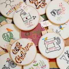 Quadrinhos bordados! (Carol Grilo • FofysFactory®) Tags: quadrinho bastidor hoop carolgrilo bordado embroidery handmade craft decor decoração