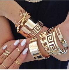 لمسات راقية من الإكسسوارات الذهبية العصرية تمنحك النعومة في ربيع 2017 (Arab.Lady) Tags: لمسات راقية من الإكسسوارات الذهبية العصرية تمنحك النعومة في ربيع 2017