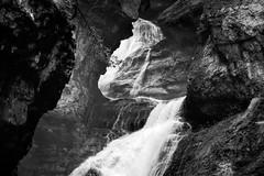 S (keko click) Tags: cascada roca rocks pirineos water agua mountain montaña huesca aragón bw río arazas ordesaymonteperdido parquenacional cascadadelestrecho parquenacionaldeordesaymonteperdido bn