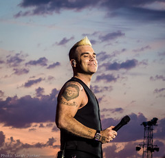 Robbie Williams - TW Classic (sxdlxs) Tags: show sunset sky music festival lights concert williams gig olympus robbie concertphotography robbiewilliams werchter liveshow musicphotographer musicphotography twclassic rockwerchter gigphotography letmeentertainyou concertphotographer robbielive gigphotographer lmey olympusstylus1 stylus1 lmeytour