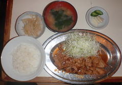 #9544 dinner: grilled pork (焼肉) with shredded cabbage (Nemo's great uncle) Tags: food 食事 dinner 夕食 kitchenfriend キッチン・フレンド restaurant funabashi 船橋一丁目 setagayaku 世田谷区 tōkyō 東京 geo:lat=356482592 geo:lon=1396216306 目