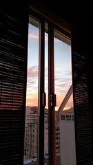 janela para o novo (luyunes) Tags: nascerdosol sol janela riodejaneiro botafogo motomaxx luciayunes