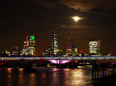 London in the moonlight (Michele Ginolfi) Tags: london moonlight light cities moon citylight river