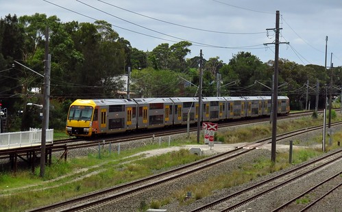 Sydney suburban commuter service departs Leightonfield station.