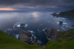 Falaises d'Hermaness #3 [ Unst ~ les Shetland ] (emvri85) Tags: greatbritain mer lighthouse seascape scotland cliffs phare falaises unst cosse grandebretagne shetlandislands oiseauxdemer fousdebassan theshetlandislands mucklefluggalighthouse