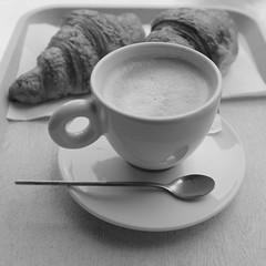Caf au lait (jmvnoos in Paris) Tags: blackandwhite bw paris france caf square blackwhite fuji noiretblanc nb lait fujifilm carr noirblanc cafaulait carrs carre carres jmvnoos x100t