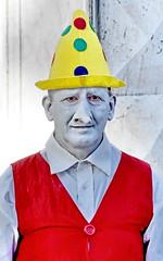 [ Aspettative svanite - Ruined expectations ] DSC_0581.4.jinkoll (jinkoll) Tags: portrait mimo mime pantomime street performer splash desaturation makeup hat nose gilet bologna people