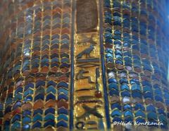Destroyed cartouche (konde) Tags: kv55 valleyofthekings 18thdynasty newkingdom coffin mummycoffin gilded treasure art uraei cartouche hieroglyphs ancient