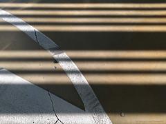 Sun stripes (Jürgen Kornstaedt) Tags: iphone asphalt 6plus blagnac occitanie france fr