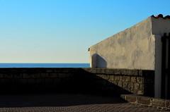 [ Vista tramonti - Vista of the sunsets ] DSC_0772.2.jinkoll (jinkoll) Tags: horizon minimal wall sea sky balaustrade tropea shadow saturation brick gradient blue yellow